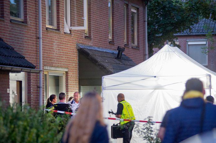 Politieonderzoek in de woning aan de Fazantendonk in Veghel na de drievoudige moord.