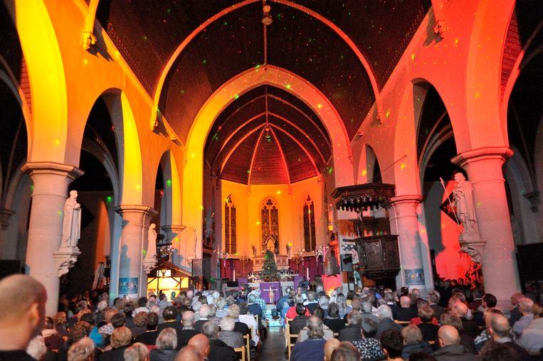 De kerk zit altijd mooi vol tijdens het Kerstconcert.