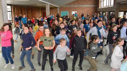 1.500 schoolkinderen dansen om 'vijf voor twaalf'