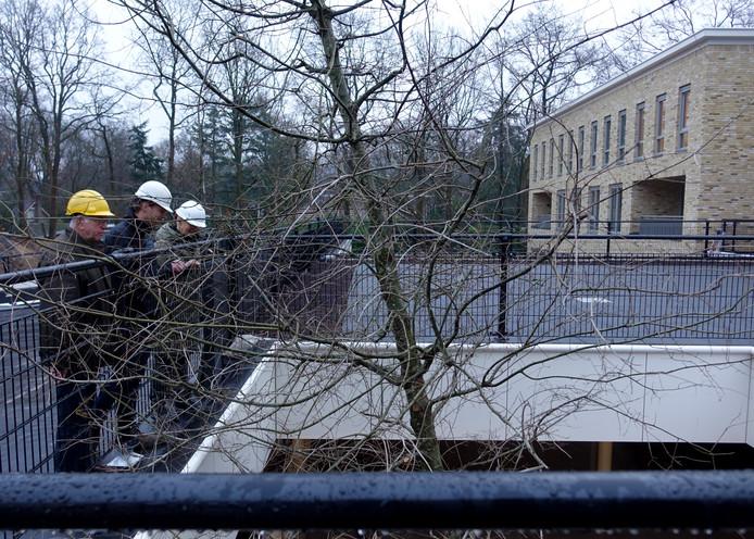De eiken worden onder de grond geplant, in de parkeergarage van woonzorgcomplex Kroondomein in Ermelo