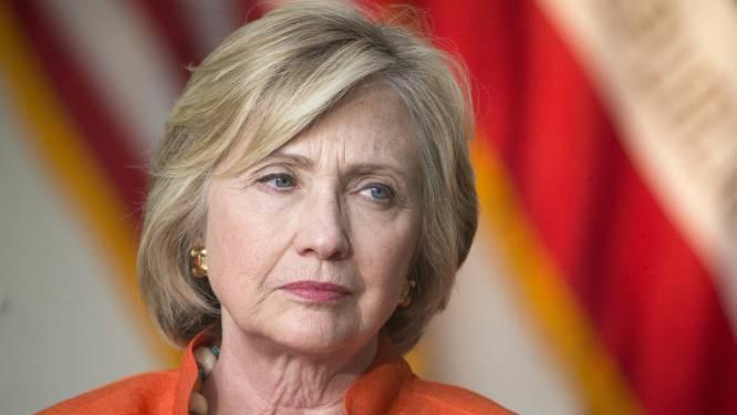 Vragen over e-mails blijven Clinton achtervolgen