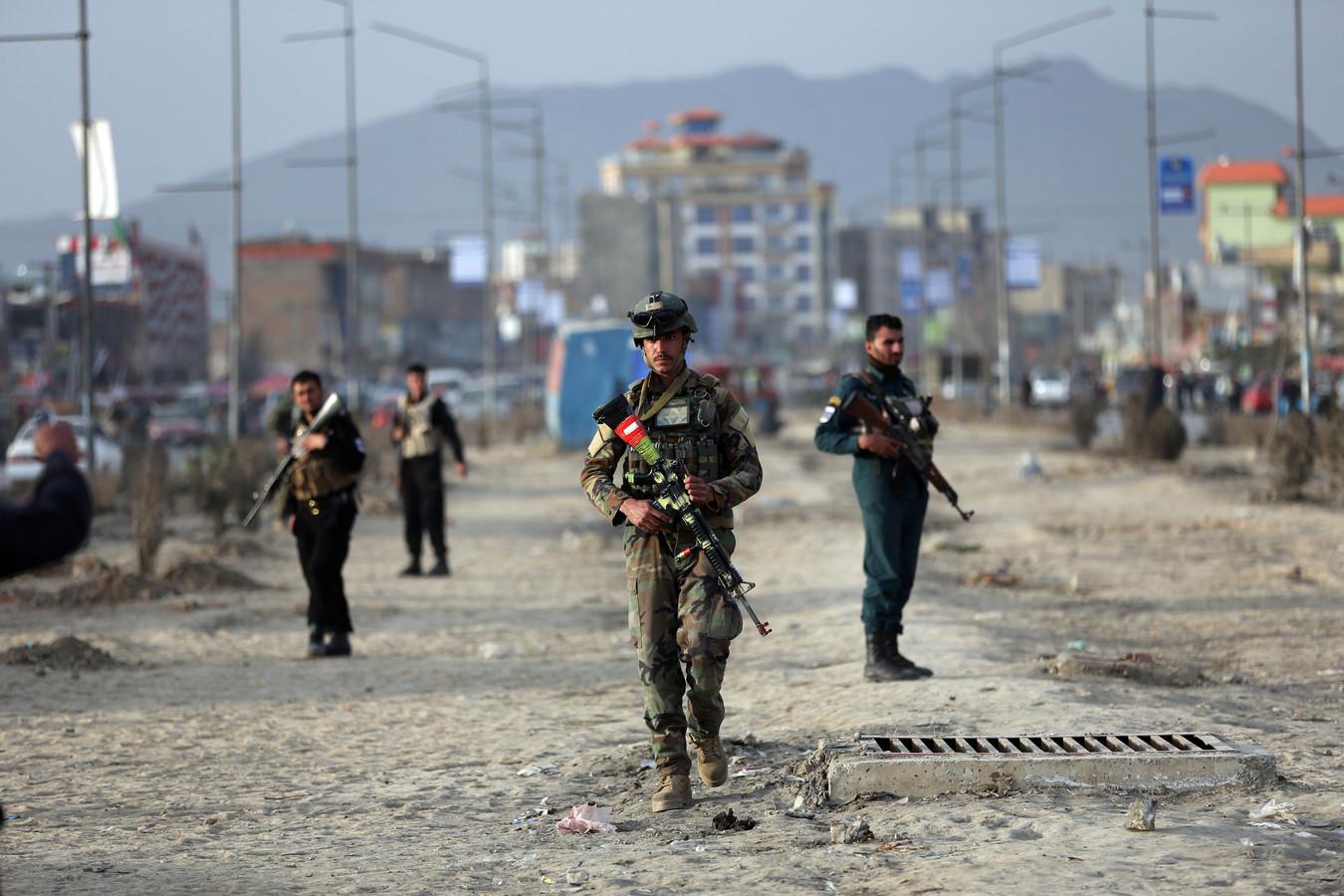 Afghaanse soldaten patrouilleren in de hoofdstad Kaboel, na een aanslag eerder dit jaar.