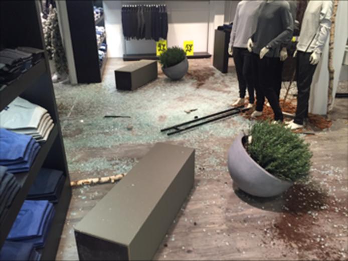 De ravage in modewinkel View 265 in januari 2016.