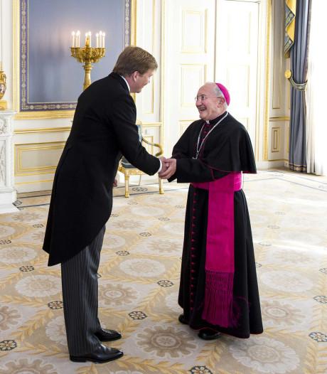 Studenten halen ambassadeur van de paus naar Enschede