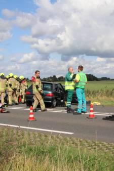 Ernstig ongeluk op Deltaweg bij Wilhelminadorp: 16 gewonden, weg uren dicht