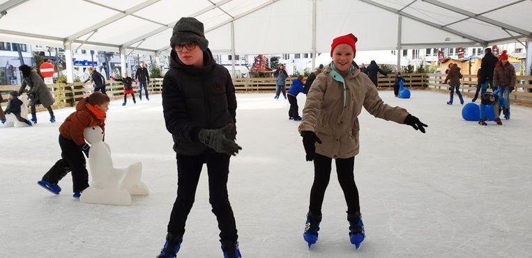 Arne en Britt beleven veel schaatsplezier.