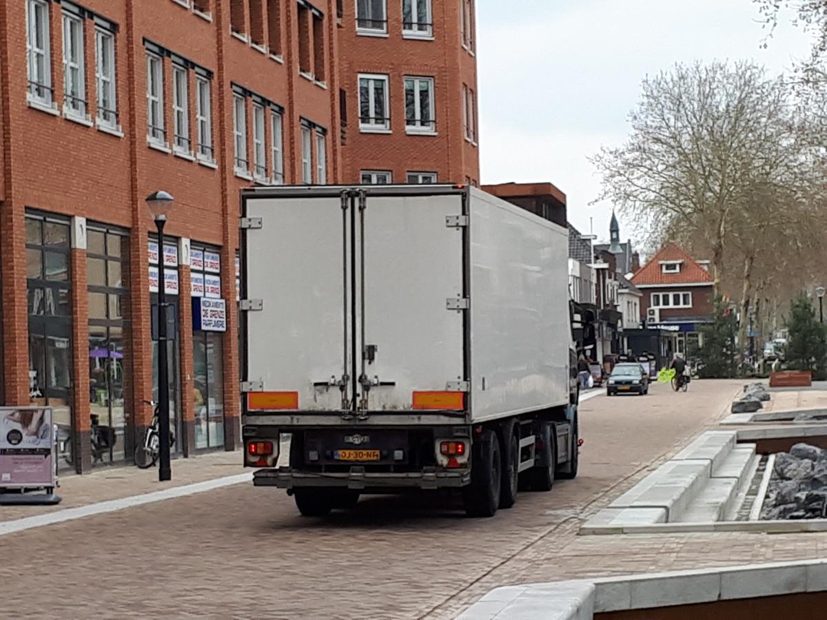 Het centrale deel van de Grotestraat in Nijverdal wordt verboden terrein voor doorgaand vrachtverkeer.