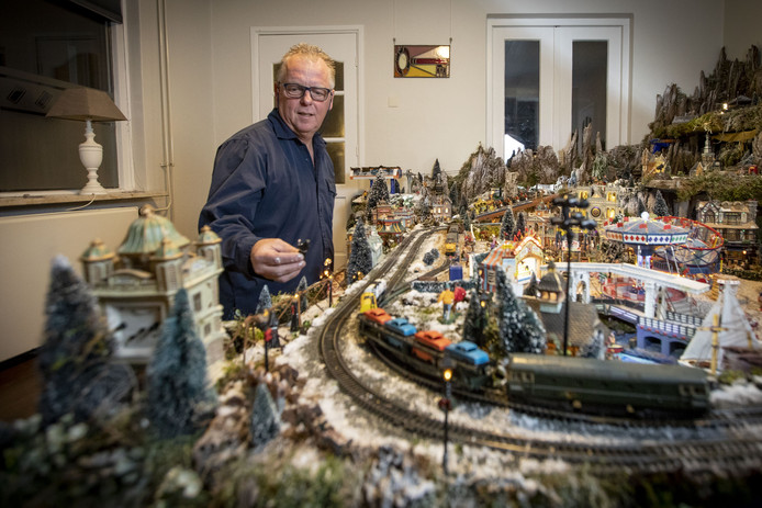 Hans Boerrigter die deze week onverwachts overleed, was trots op zijn kerstdorp.