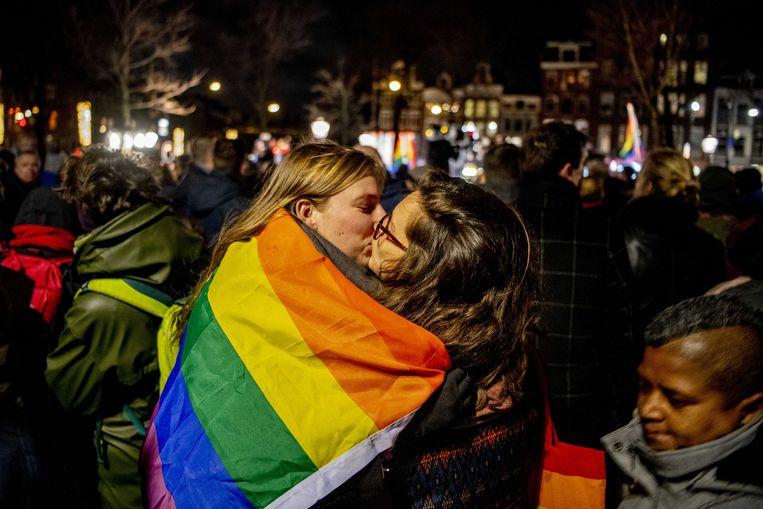 Bij het Homomonument in Amstredam werd deze week in reactie op de Nashville-verklaring een manifestatie gehouden. Beeld ANP