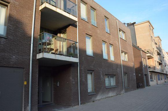 Het drama speelde zich af in een nieuwbouwflat in de Plezantstraat.
