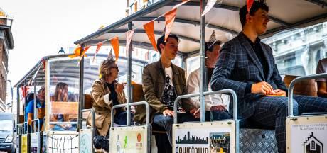 Toeristen en scholieren in Dordrecht vinden minitreintje weer