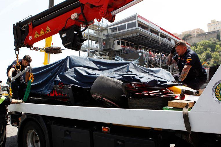 28 mei: Max Verstappen crasht in een vrije training voor de GP van Monaco. Beeld AP