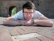 Leraar David Pluister brengt Zuiderzeeharing terug in Harderwijk