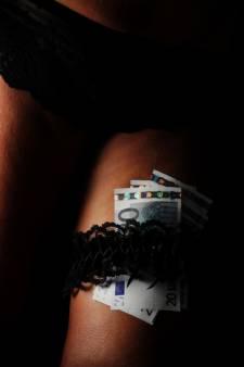 Inval in bedrijfswoning in Oldenzaal: politie treft illegale seksinrichting aan