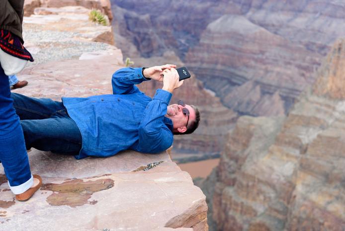 Gevaarlijke toeren op gladde rotsen, een groot risico.