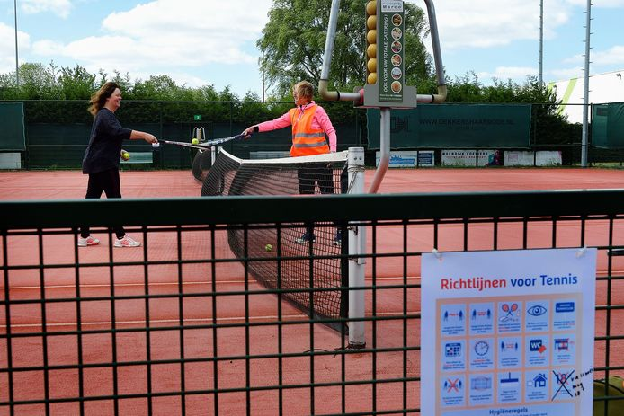 Geen ingrijpende bezuinigingen op sportief vlak in de gemeente Moerdijk, dus bijvoorbeeld tennissen bij KTV Polanen in Klundert komt niet in gevaar.