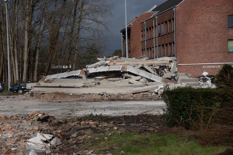 Het gebouw van bpost aan de Gentsesteenweg ligt tegen de vlakte.