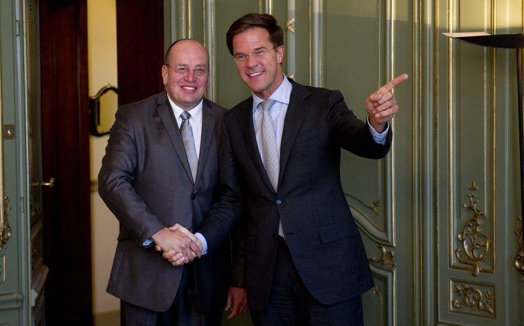 Fred Teeven en Mark Rutte bij de aanstelling van Teeven als staatssecretaris. Beeld null