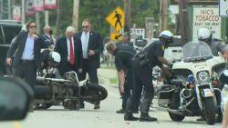 Escorte van vicepresident Mike Pence crasht met motor