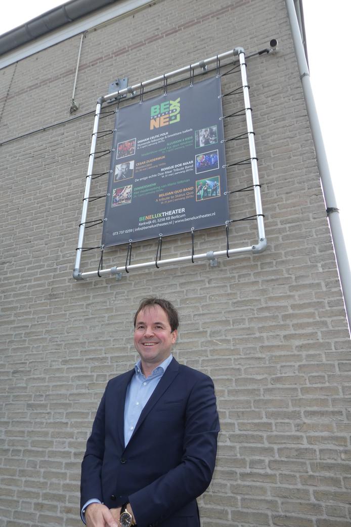 Wim Schuurmans bij het bord dat het evenement Food4Business aankondigt.