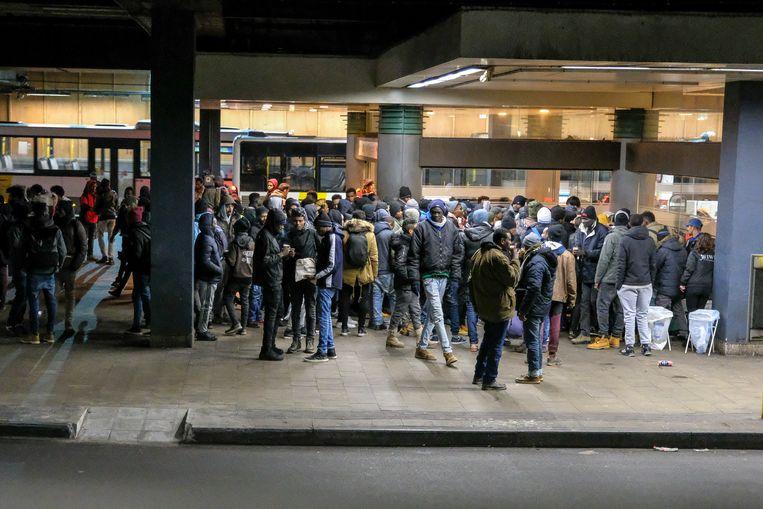 De smokkelaars ronselen de transmigranten aan het Brusselse Noordstation.