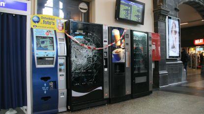 """Man breekt automaten open in station: """"Al dagen niks gegeten"""""""