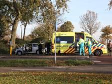 Auto tegen boom in Buren, vrouw gewond