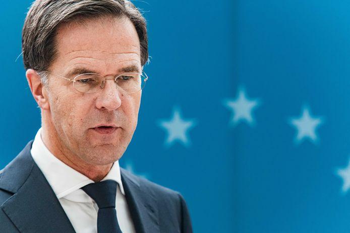 Minister-president Mark Rutte had koning Willem-Alexander moeten waarschuwen dat zijn vakantie naar Griekenland gezien de aangescherpte coronamaatregelen beter niet kon doorgaan. Dat vonden verscheidene partijen in de Tweede Kamer. Dat de koning zijn vakantie afbrak, kan op instemming rekenen.