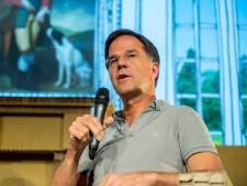 Rutte geeft op Lowlands lesje in kunst van handen schudden met Trump
