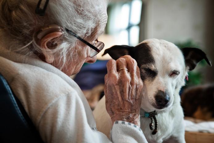 ,,Naast dat dieren voor gezelschap zorgen geeft het ze ook een doel en dagritme. Dat is belangrijk.''