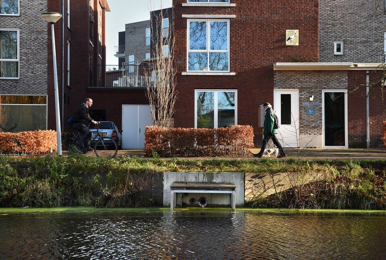Verwarmingssysteem in een verzorgingshuis door oppervlaktewater in Wageningen. Het tehuis wordt verwarmd op het water van de naburige gracht. Beeld de Volkskrant