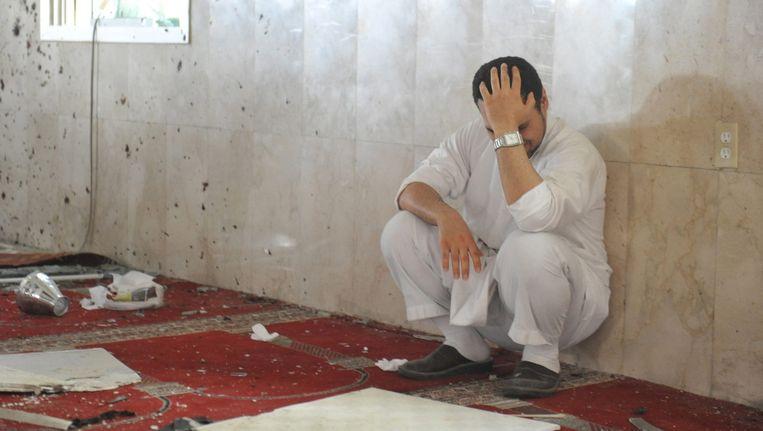 Een familielid van een van de slachtoffers in de aangevallen moskee. Beeld reuters