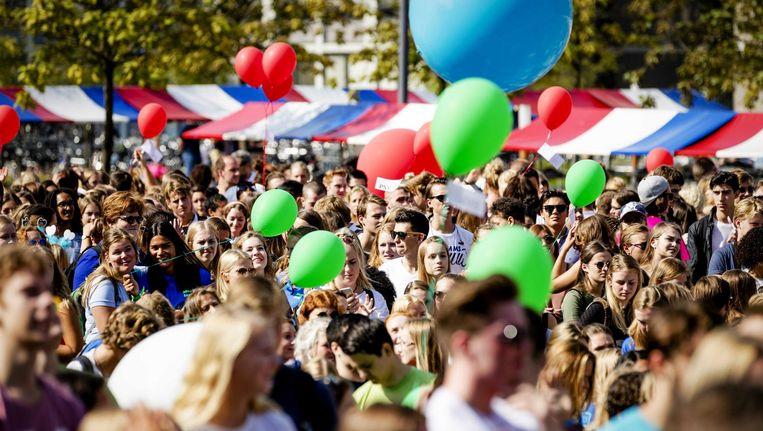 Nuldejaars studenten worden verwelkomd in Amsterdam, 23 augustus 2017. Beeld null
