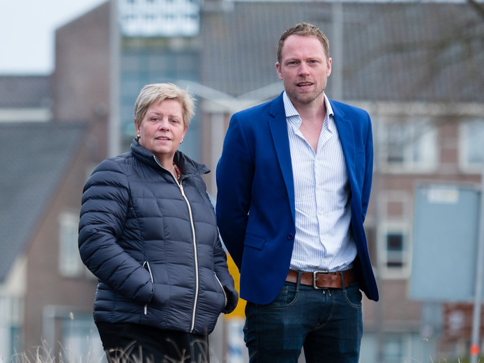 Ruud van der Star (rechts) van lokale partij PRO in Kaag en Braassem wil een nieuwe lijst van beeldbepalende panden (laten) opstellen .