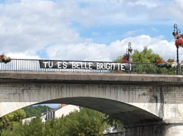 La banderole en soutien à Brigitte Macron a été déployée ce samedi 7 septembre.