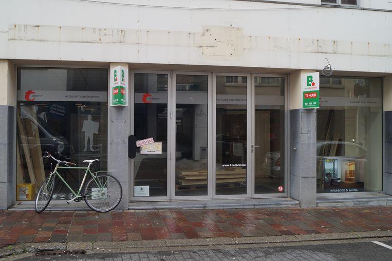 het voormalige kantoor van t-interim in de Kortrijkstraat wordt omgetoverd tot een pop-upwinkel
