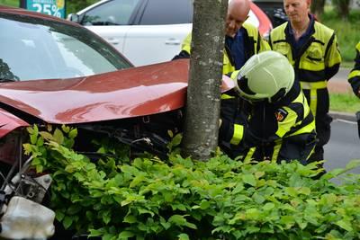 Flinke botsing op Markendaalseweg in Breda, inzittenden komen goed weg