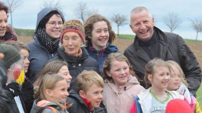 """VN-ambassadrice Jane Goodall (84) bezoekt """"Bos van een dag"""" in Lauw"""