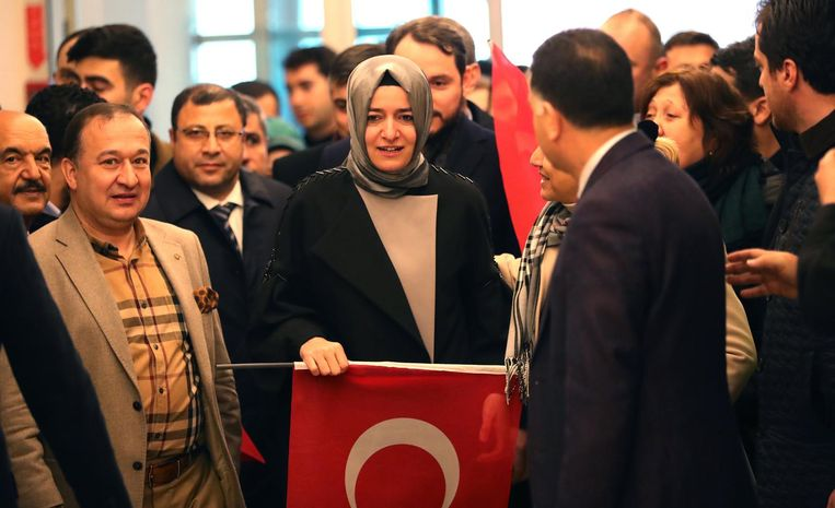 Minister Betul Sayan Kaya arriveert zondagmiddag in Turkije. Beeld null