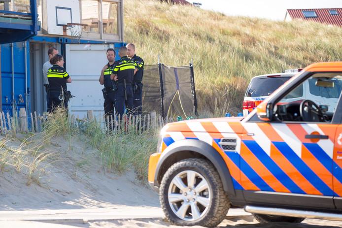 In deze uniformen moeten agenten ook vandaag het strand op.