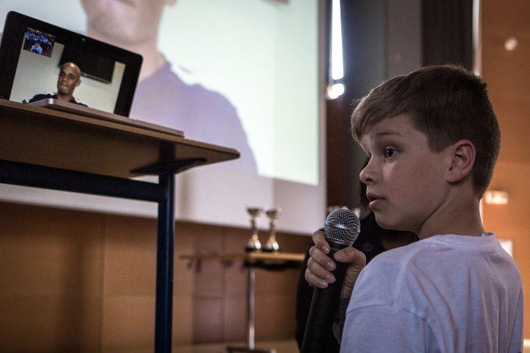 Kilian Martinage mag Rode Duivel Kompany via videochat enkele vragen stellen.