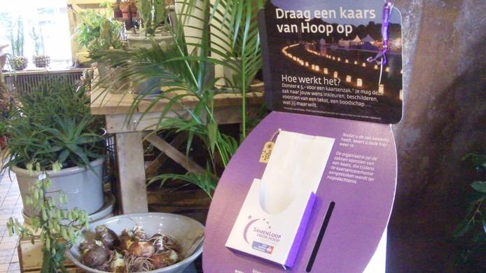 In diverse winkels in Heesch en omliggende dorpen zijn kaarsenzakken te koop, als steun voor Samenloop voor Hoop.