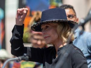 Jane Fonda revient sur son arrestation lors d'une manifestation pour le climat