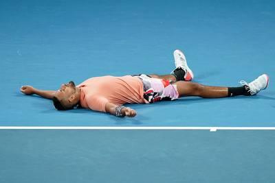 Kyrgios laat tennisfans juichen na thriller en treft Nadal in vierde ronde