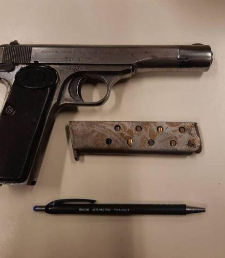 Vader (55) en zoon (15) aangehouden na mishandeling en bedreiging met vuurwapen in Berghem