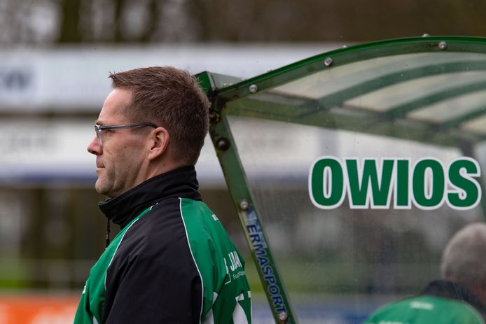 Wilfred Westerhuis, trainer bij Owios in Oldebroek.