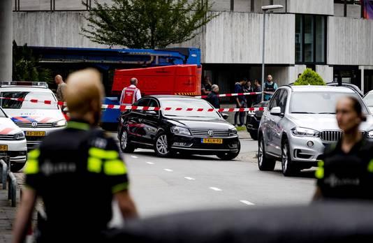 De politie heeft een einde gemaakt aan de gijzeling in het NPO-gebouw op het Hilversumse Mediapark. Een arrestatieteam heeft de gijzelnemer gearresteerd.