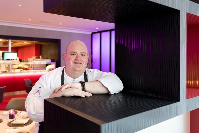 Chef-kok Dennis Middeldorp in de keuken van zijn restaurant Sense.