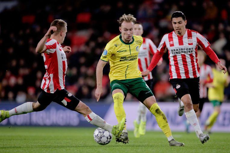 Duel tussen Mark Diemers (Fortuna) en Erick Gutierrez (PSV). Beeld BSR Agency