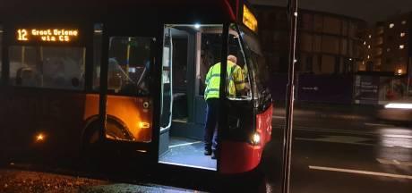 Lijnbus en vrachtwagen botsen in Hengelo